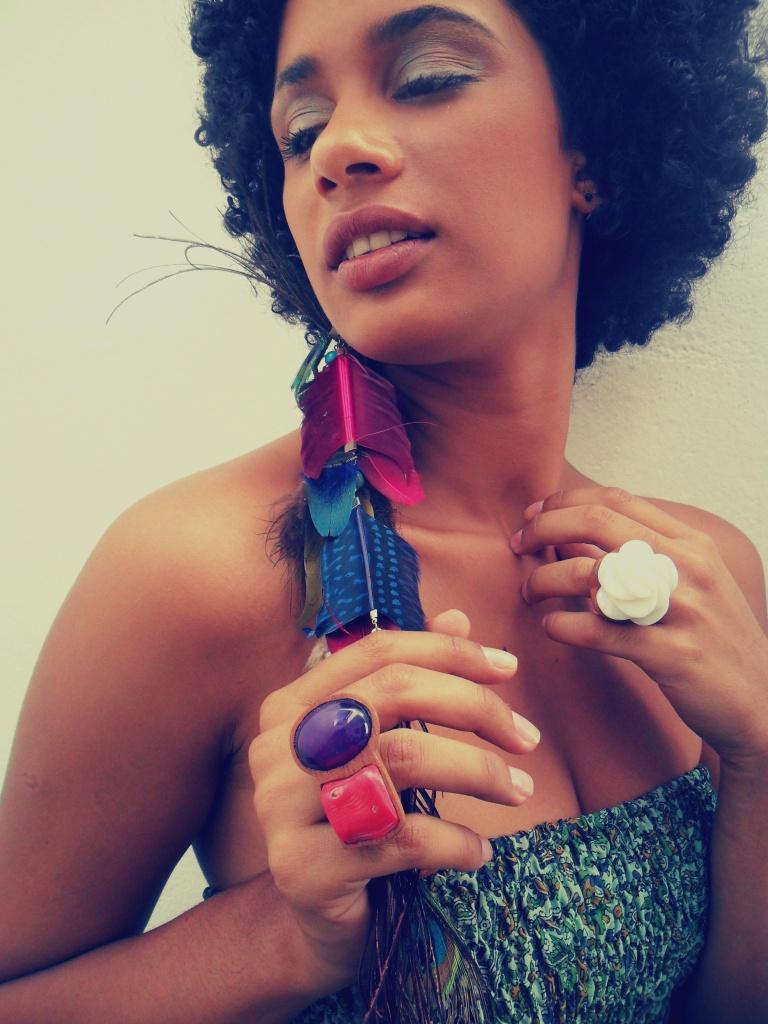 Brincos de Penas, enormes, coloridos... beleza selvagem...