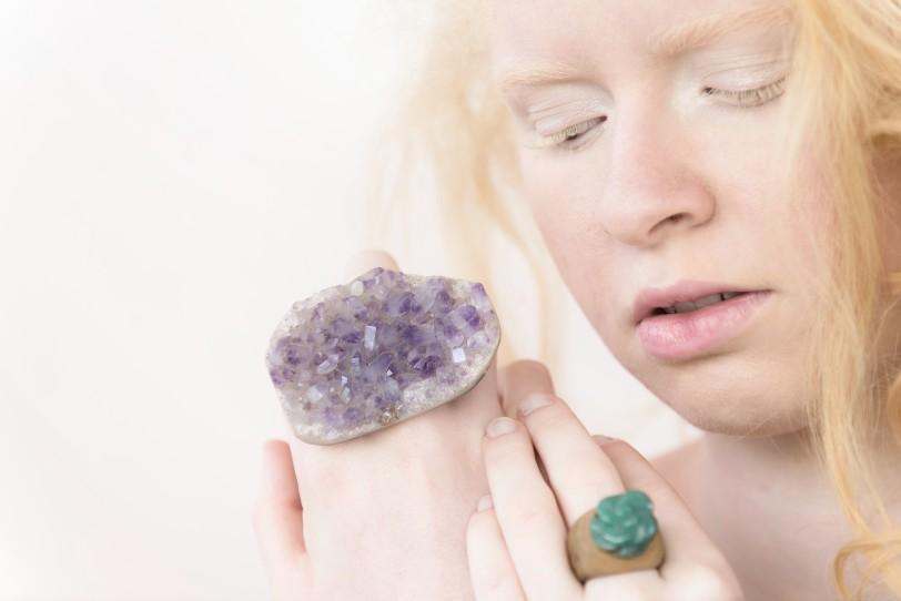 maxi anel ametista bruta ar essencial joias